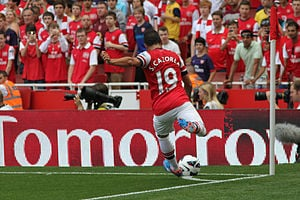 Cazorla taking a corner for Arsenal.