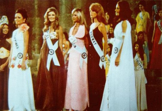 Miss Margie Moran (leftmost), the Philippines' second Miss Universe, 1973