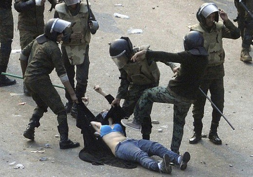 Egyptian soldiers arrest a female protester from mohammed alhazmi flickr.com