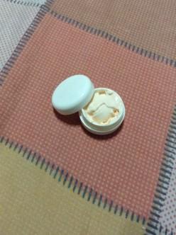 Unang sachet ko, kumakalat sya. So I bought small container (P30), where I could refill it with Olay. Hindi na messy.