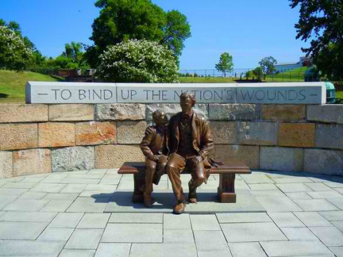 Statue of Abraham Lincoln and his son