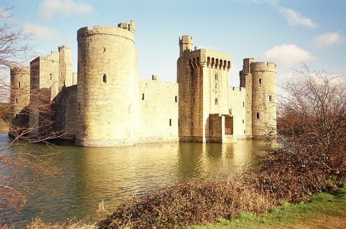 Bodiam Castle from the south @ commons.wikimedia