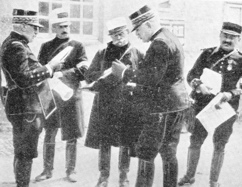 General joffre (second from the right) talking with General de Castelnau.