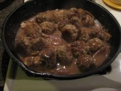 Slow Simmered Italian Meatballs With Gravy