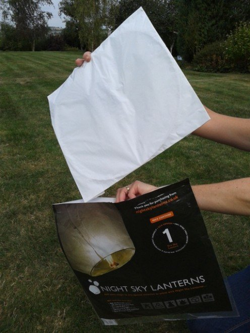 Remove the sky lantern from the packaging.
