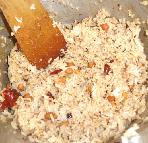 Tamarind paste getting mixed with the Boiled rice