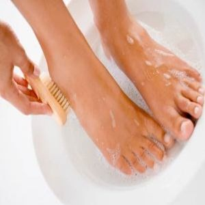 Many remedies for smelly feet require that you soak your feet.