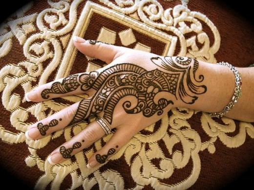 Beautiful menhdi designs for hands created as part of the celebration of Eid-ul-Adha. Even during the Eid-ul-Fitr, people, especially women are creating menhdi designs for their hands