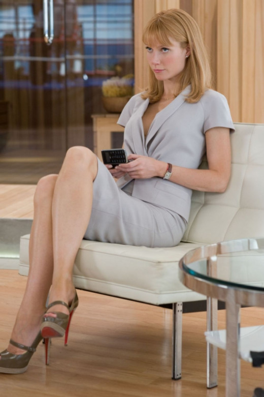 Gwyneth Paltrow on Ironman set