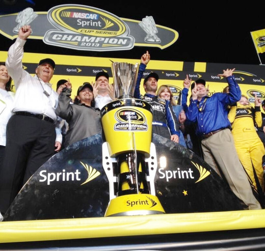 Johnson and crew celebrate Sprint Cup #6