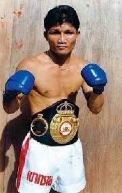 Khaosai Galaxy won fights by boxing and brawling and he was one tough boxer.