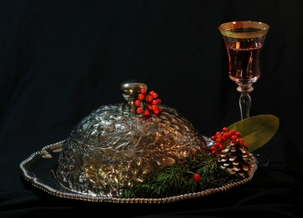 Do you prefer a sit down dinner or a buffet style meal at a Christmas party. Source: all-free-download.com