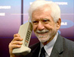 Dr Martin Cooper and the first portable/cell phone.