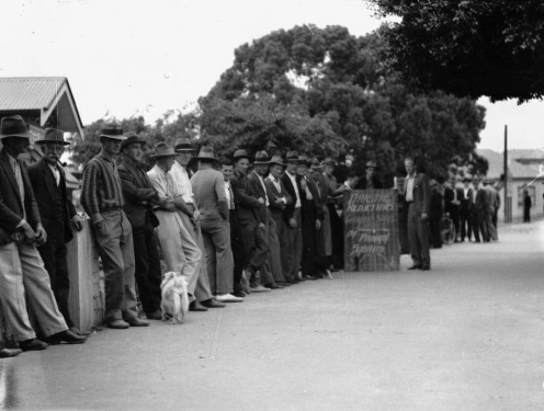 Relief workers at Annerley during the Great Depression, 1938 Line of unemployed male relief workers at Annerley in 1938, towards the end of the Great Depression. They are dressed in long pants and long sleeved shirts, and most wear hats.