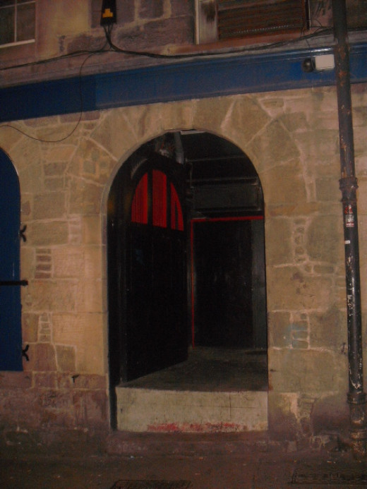 The street entrance to part of the South Bridge Vaults.