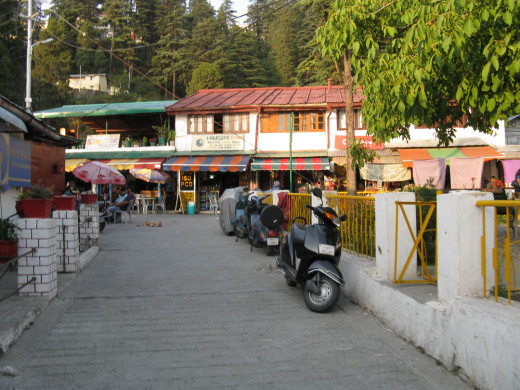 Chardukan shops on the Landour Chakkar. A great place to stop and get some chai or a meal