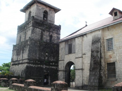 Baclayon Church before Typhoon Yolanda. The image of Padre Pio can be seen on the pillar to the right. To the left of the pillar is an arch entrance, and to the extreme left is the bell tower before it was destroyed by Typhoon Yolanda.