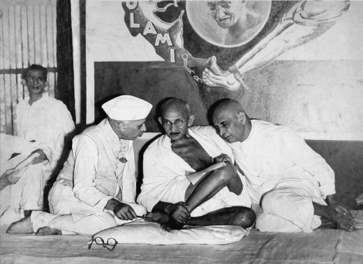 Jawaharlal Nehru (left) and Sardar Vallabh Bhai Patel (right) with Gandhi. This photo was taken at All India Congress Committee meet in 1946.