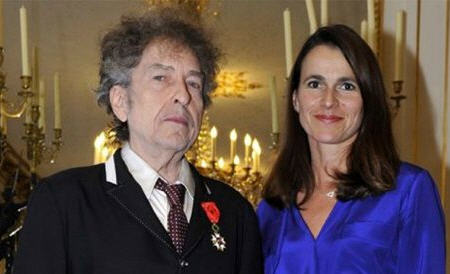 Dylan receiving France's highest medal