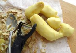 Peeled ginger root or rhizome.