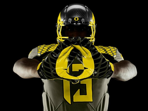 Oregon Ducks pay tribute to Nike Co-founder Bill Bowerman and the US ARMY.