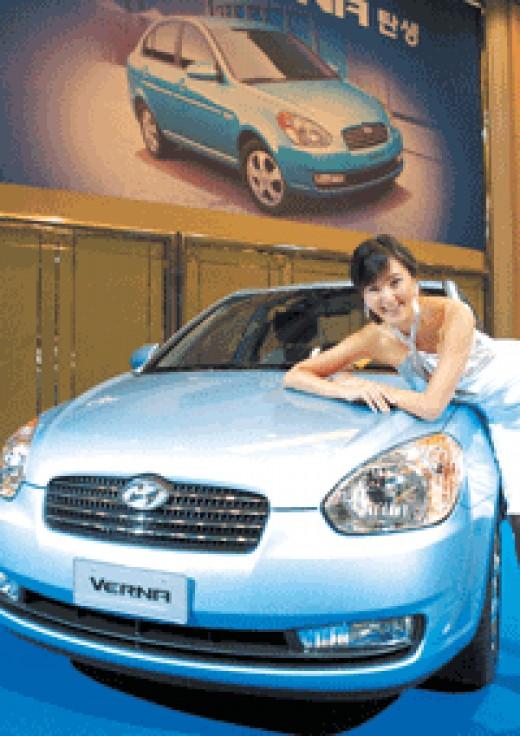 Hyundai show girl