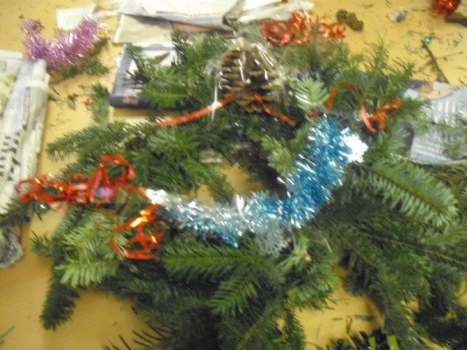 Any spare bits of tinsel can be used or old bits of ribbon wrap.