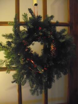 How to Make an Easy, Homemade Christmas Wreath