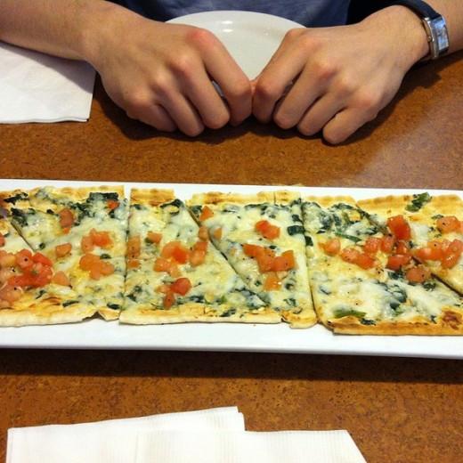 spinach florentine flatbread