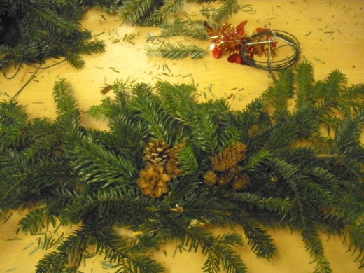 Add Pine Cones, Berries, Baubles or anything else you  would like to your Christmas centrepiece.