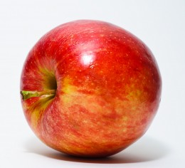 Apples contain collagen that slows down aging in the skin. Eat apples for glowing skin.