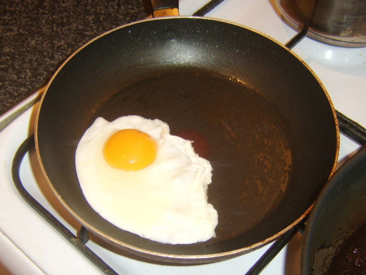 Frying breakfast egg