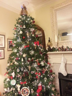 A Mix-Matched Christmas Tree of Love