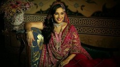 Bollywood Diva - Madhuri Dixit - (madhuridixit-nene Dance with Madhuri) - Biography with unseen picture, videos and more
