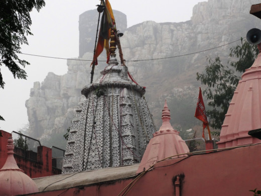 The pinnacle or spire of the sanctum sanctorum with the Devgiri Hill at the background