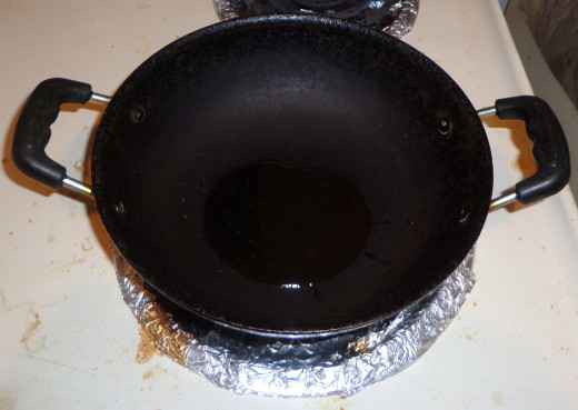 Pour oil in a non stick pan and heat it