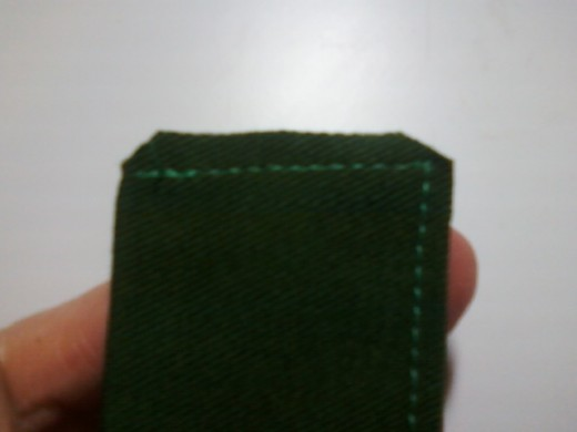 Inner tie corners are trimmed back. Do NOT cut the stitching!