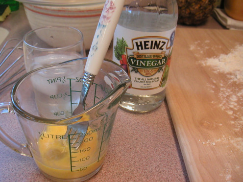 Slightly beat one egg in a liquid measuring cup. Add one teaspoon of vinegar and the iced water.