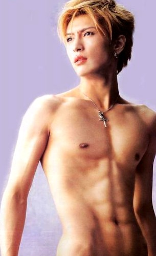 Gackt without a shirt