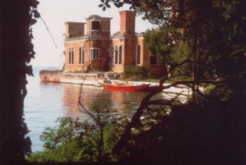 Poveglia in the daylight.