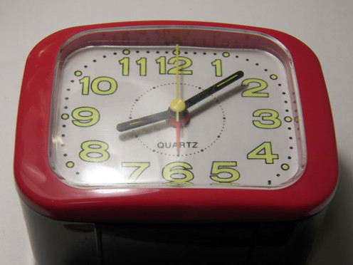 Image of a red alarm clock.