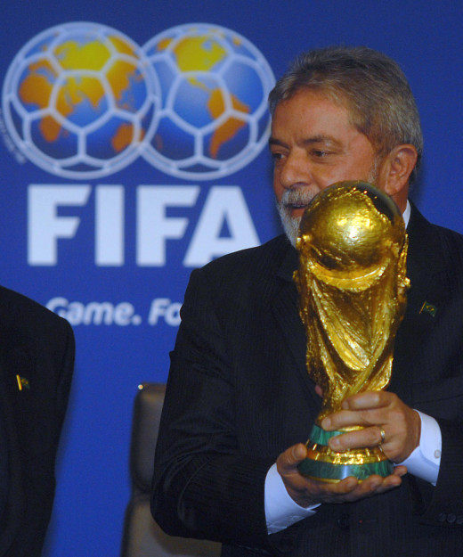 Luiz Inácio Lula da Silva with the trophy, at the announcement of Brazil as host nation for the FIFA World Cup 2014.