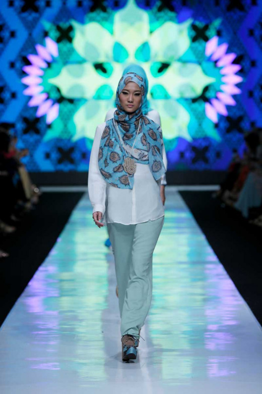 "JAKARTA Oct 22, 2013/ — At fashion tent, fashion show entitled ""Troika Series"" from three Moslem fashion label of Rumah Ayu boutique opened the second day of Jakarta Fashion Week 2014. Here is Group 3 which was showcased at Senayan City on October 20"
