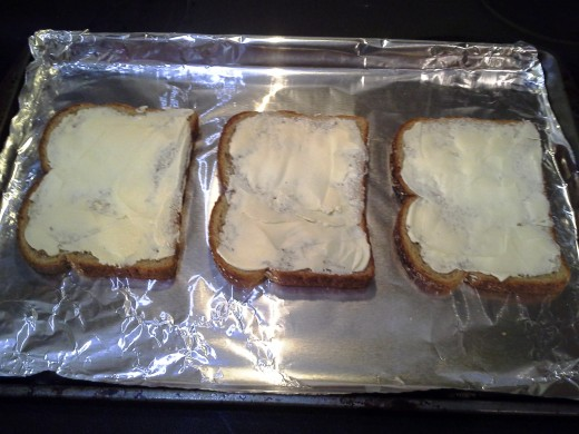 You'll need to melt your sugar and essentially boil it on top of your bread. This is what makes it crunchy.
