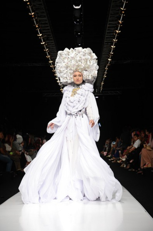 A model showcases designs by Fenny Mustafa on the runway at the Queen of Scarf show during Jakarta Fashion Week 2014 at Senayan City on October 22, 2013 in Jakarta, Indonesia. (October 21, 2013 - Source: Robertus Pudyanto/Getty Images AsiaPac)