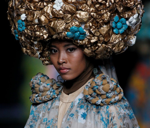 A model displays a creation by Indonesian designer Feny Mustafa during the Jakarta Fashion Week in Jakarta, Indonesia, Tuesday (22/10). Unique and colorful design of Muslim fashion Feny Mustafa in Jakarta Fashion Week. AP/Achmad Ibrahim