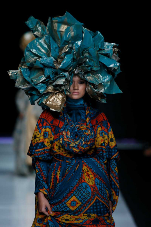 JAKARTA, INDONESIA – OCTOBER 22: A model walks the runway showcases design by Feny Mustafa at The Indonesian Fashion Designers Association (APPMI) fashion show during Jakarta Fashion Week 2014 at Senayan City on October 22, 2013 in Jakarta. (Photo by