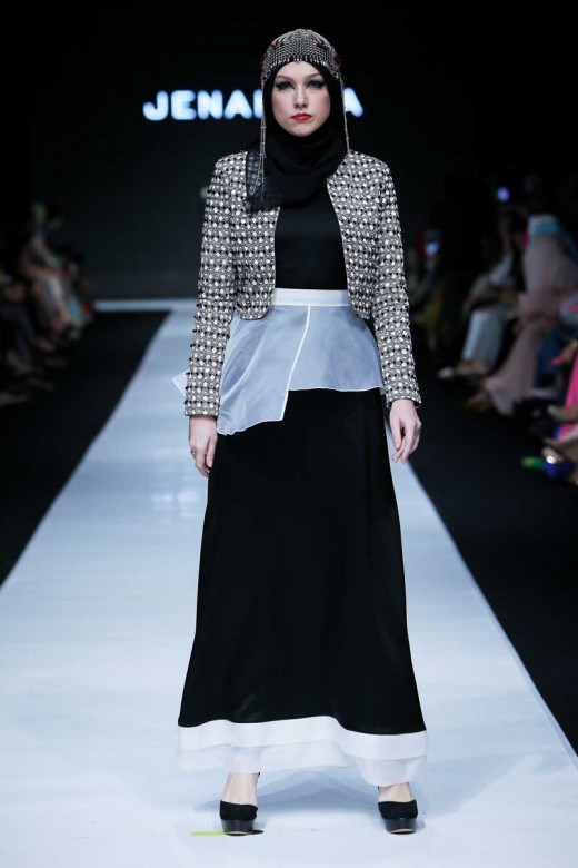 JAKARTA, INDONESIA – OCTOBER 19: A model showcases designs by Dian Pelangi at the Indonesian Fashion Forward fashion show during Jakarta Fashion Week 2014 at Senayan City on October 19, 2013 in Jakarta. (Photo by Irvan Arryawan/Feminagroup)