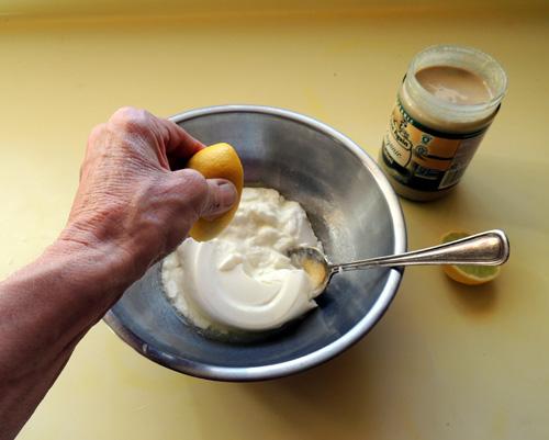 squeeze lime juice into yoghurt