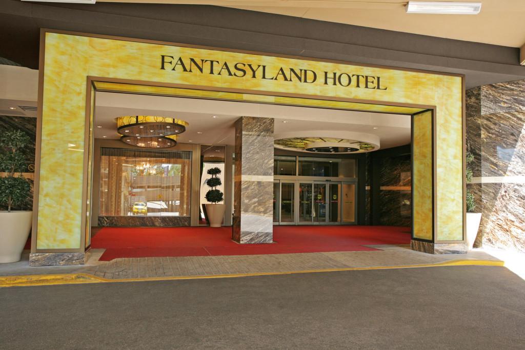 Fantasyland Hotel Edmonton Parking